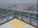 日本一の超高層ビル「あべのハルカス」、高さ300メートルのヘリポートからの眺め